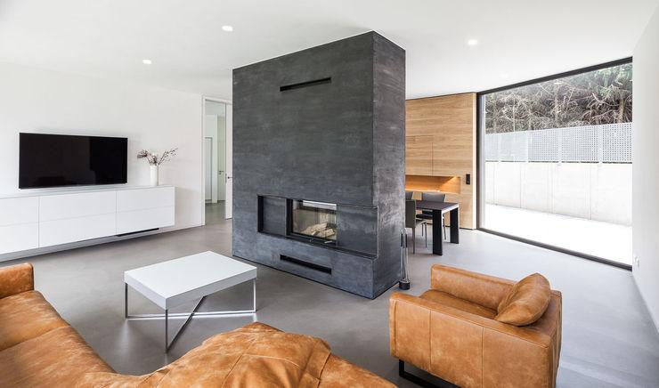 Haus H ZHAC / Zweering Helmus Architektur+Consulting Moderne Wohnzimmer Beton Mehrfarbig