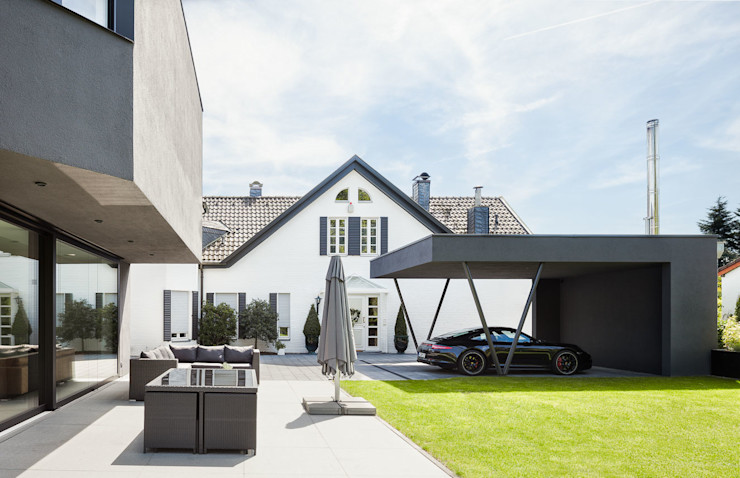 ZHAC / Zweering Helmus Architektur+Consulting Modern Garage and Shed Iron/Steel Grey