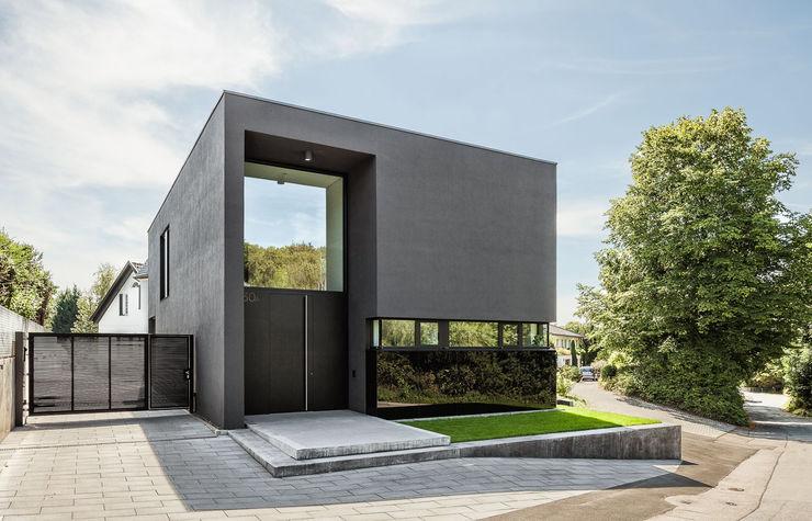 Haus H ZHAC / Zweering Helmus Architektur+Consulting Moderne Häuser Schwarz