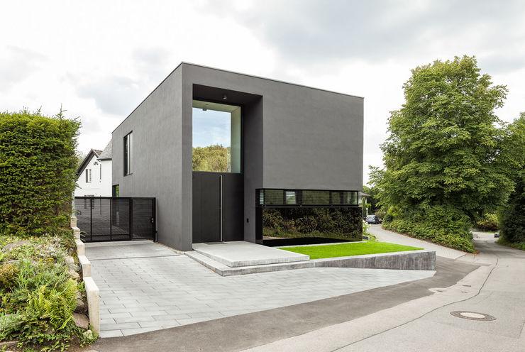 Haus H ZHAC / Zweering Helmus Architektur+Consulting Moderne Häuser Grau