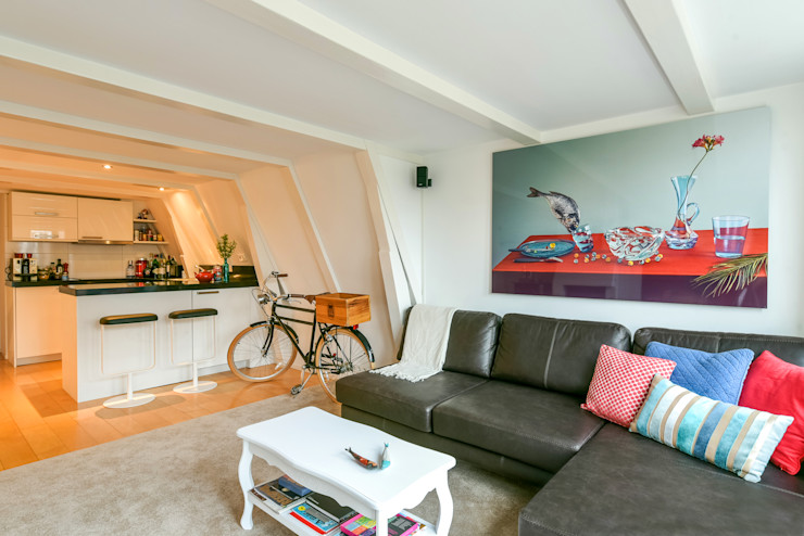Reading between the lines Aileen Martinia interior design - Amsterdam Minimalistische woonkamers Kunststof Turquiose