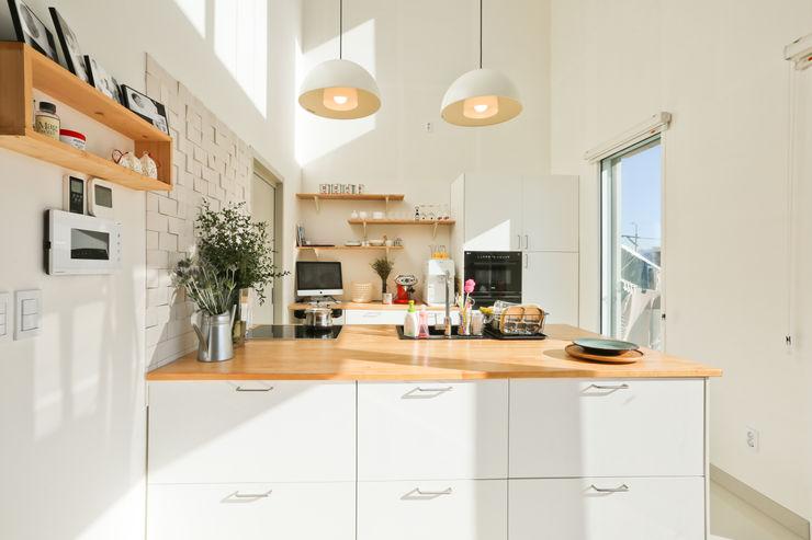 한글주택(주) Modern style kitchen