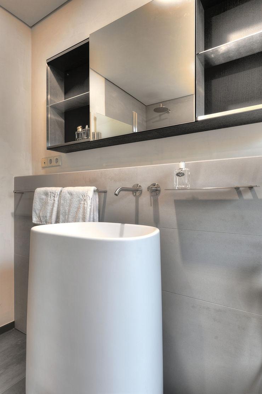 badconcepte Modern Bathroom