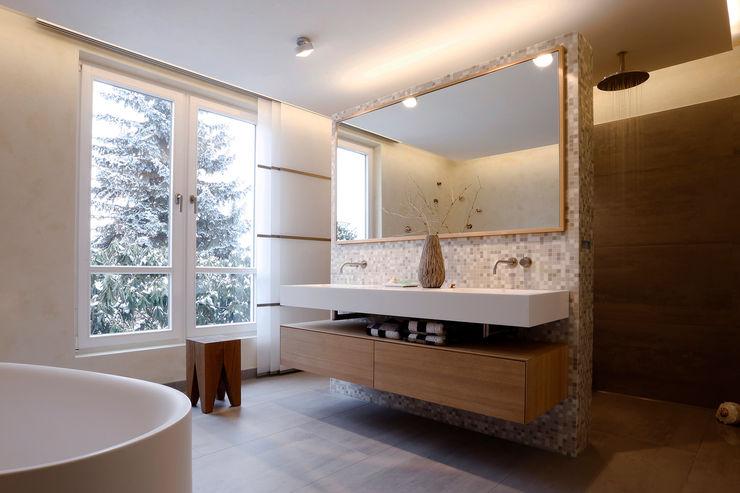 Tuba Design 現代浴室設計點子、靈感&圖片 陶器 White