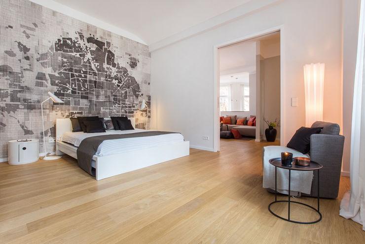 CONSCIOUS DESIGN - INTERIORS BedroomBeds & headboards Kayu White