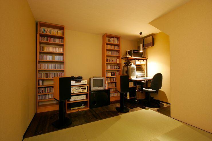 MS-House 仲摩邦彦建築設計事務所 / Nakama Kunihiko Architects モダンデザインの 書斎 木 ブラウン