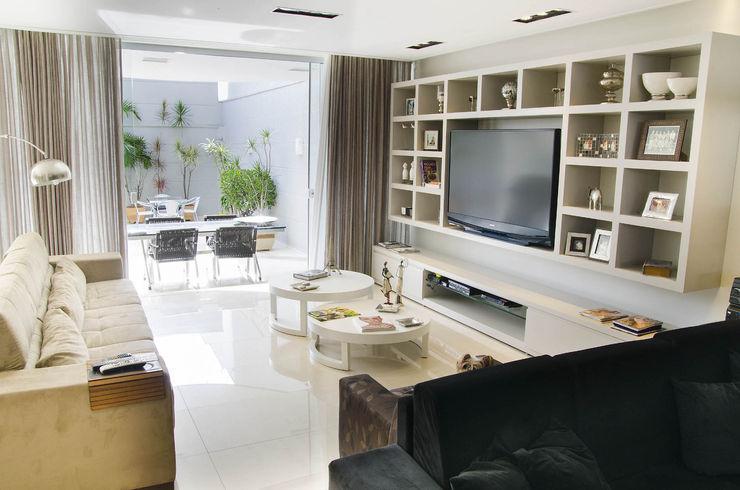 Residência SSC A/ZERO Arquitetura Salas de estar modernas