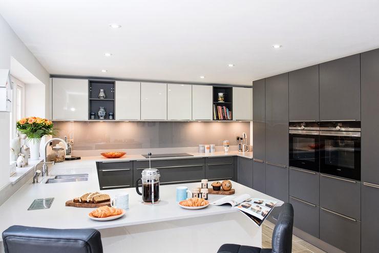 Mr & Mrs H, Kitchen, Byfleet Village, Surrey Raycross Interiors Modern kitchen Grey