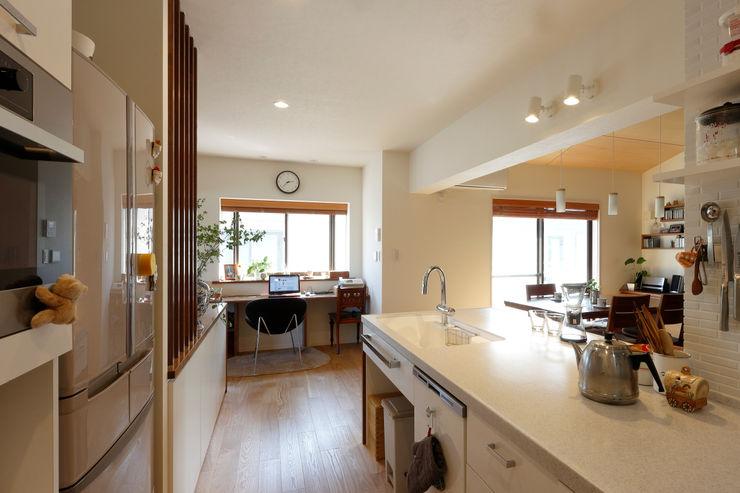 キッチンとワークカウンター シーズ・アーキスタディオ建築設計室 モダンな キッチン