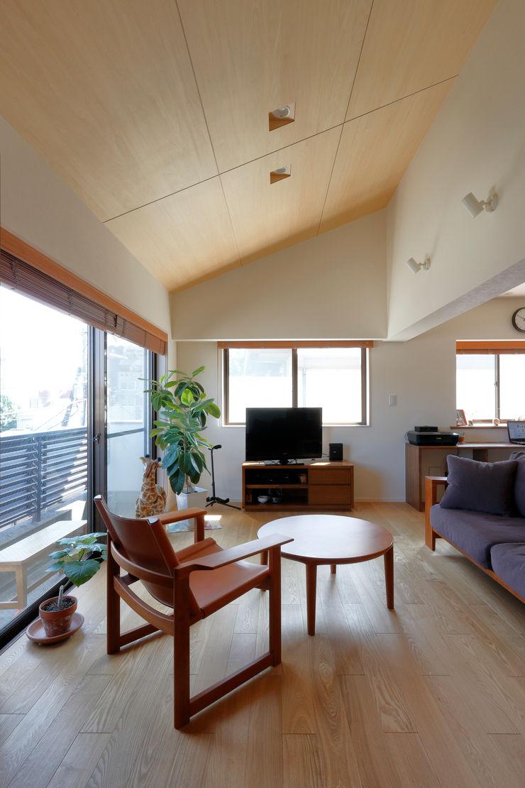 リビング シーズ・アーキスタディオ建築設計室 モダンデザインの リビング