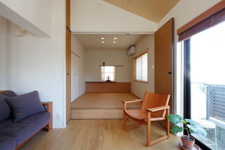 リビング-和室 シーズ・アーキスタディオ建築設計室 モダンデザインの リビング