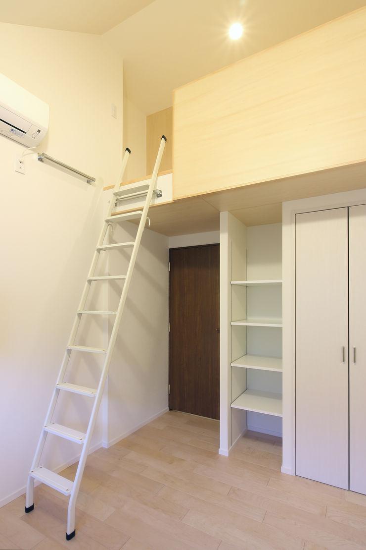 ロフトのある子供部屋 シーズ・アーキスタディオ建築設計室 モダンデザインの 子供部屋