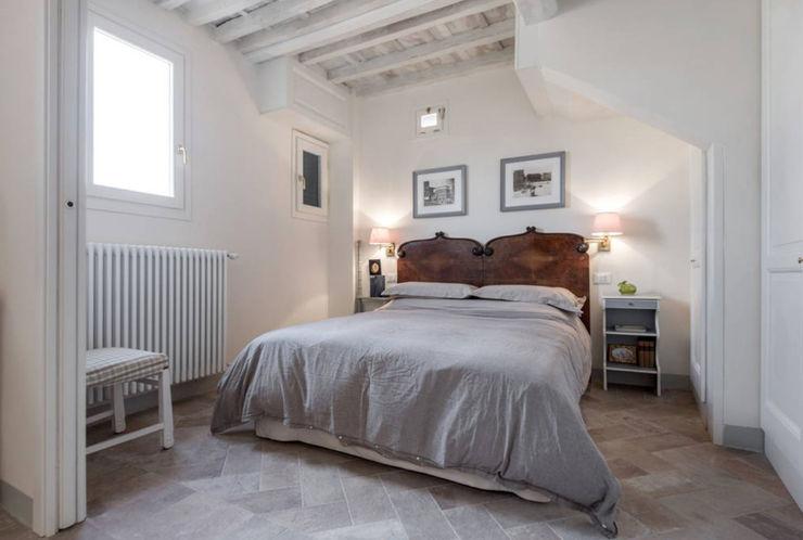 STUDIO ARCHIFIRENZE Rustic style bedroom