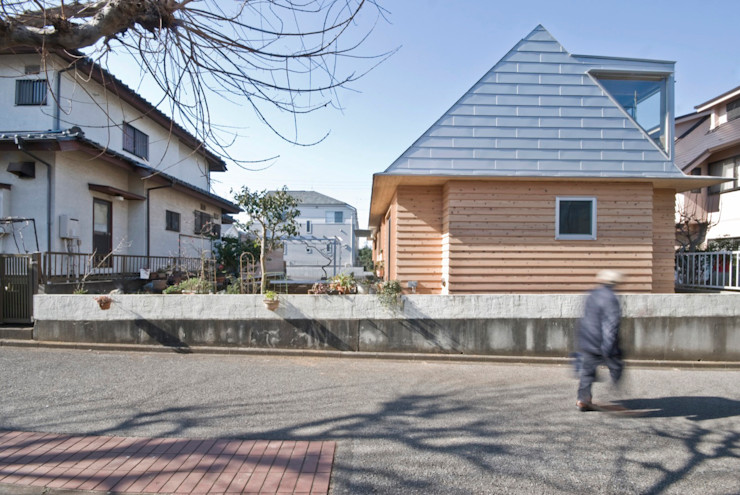 柏の平屋 ねじれ屋根のせ 千田建築設計 オリジナルな 家 木