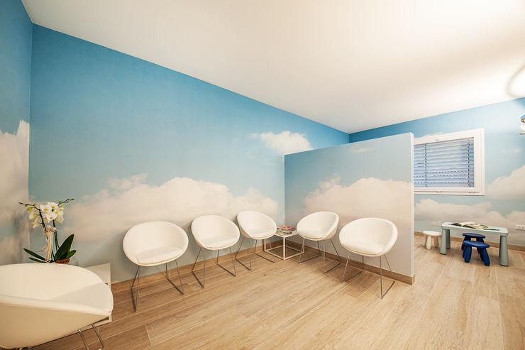 Sentirsi a proprio agio con facilità e semplicità STUDIO PAOLA FAVRETTO SAGL Cliniche in stile mediterraneo Ceramica Turchese