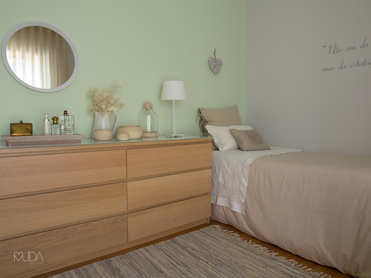 MUDA Home Design Eclectic style bedroom