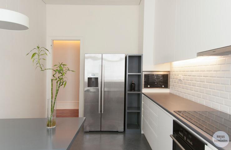 Matos + Guimarães Arquitectos Cucina moderna