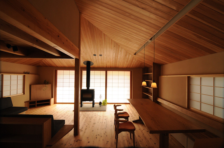 リビング 加藤武志建築設計室 オリジナルデザインの リビング 木