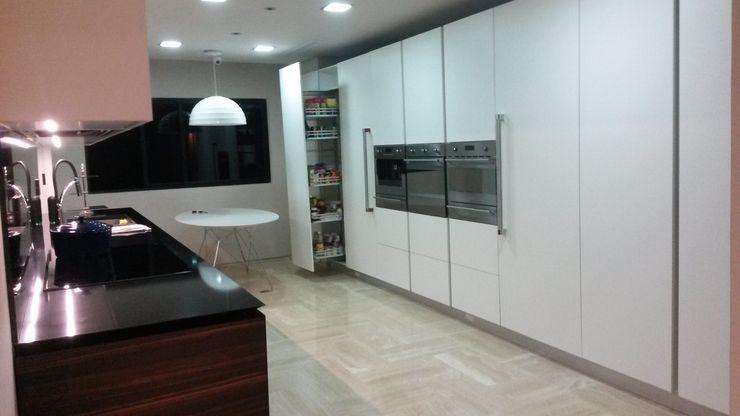 Electrodomésticos Integrados y Despensas Extraibles Complementi Centro Decorativo