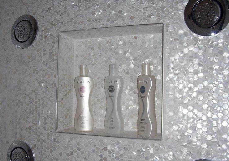 Award Winning Bathroom in Ontario, Canada ShellShock Designs Baños de estilo moderno Azulejos Multicolor