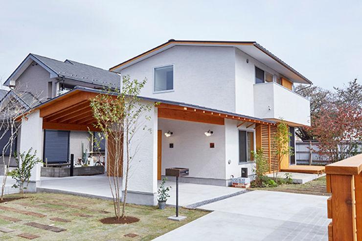 一級建築士事務所co-designstudio Rumah Gaya Skandinavia Kayu White