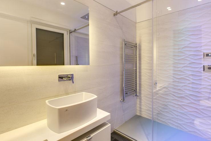 MOB ARCHITECTS Casas de banho modernas