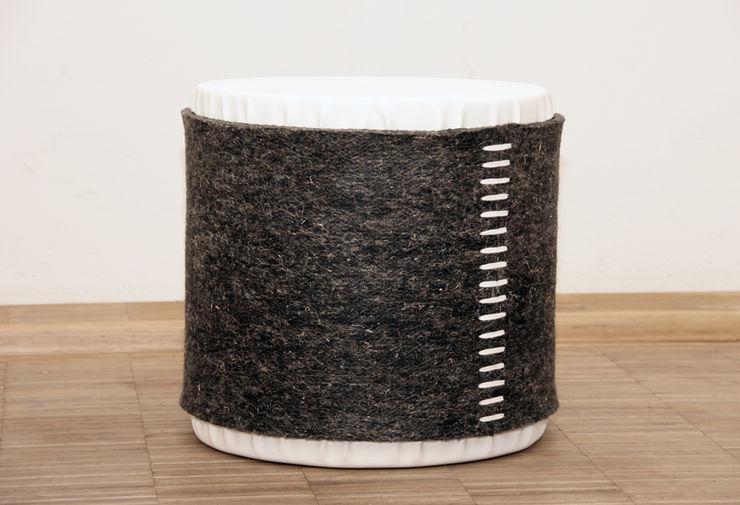Mensch + Raum Interior Design & Möbel Sala de estarBancos e cadeiras