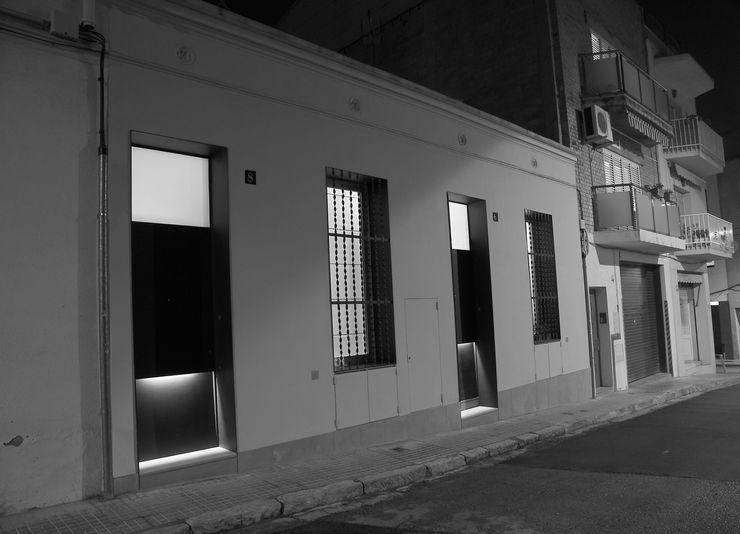 CASES JOAQUIMA www.cabreidiazarquitectes.cat CABRÉ I DÍAZ ARQUITECTES Casas de estilo minimalista