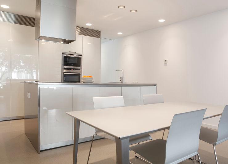 Cocina CABRÉ I DÍAZ ARQUITECTES Cocinas de estilo minimalista