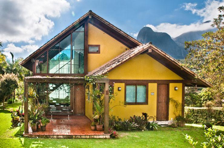 Carlos Eduardo de Lacerda Arquitetura e Planejamento Country style house Yellow