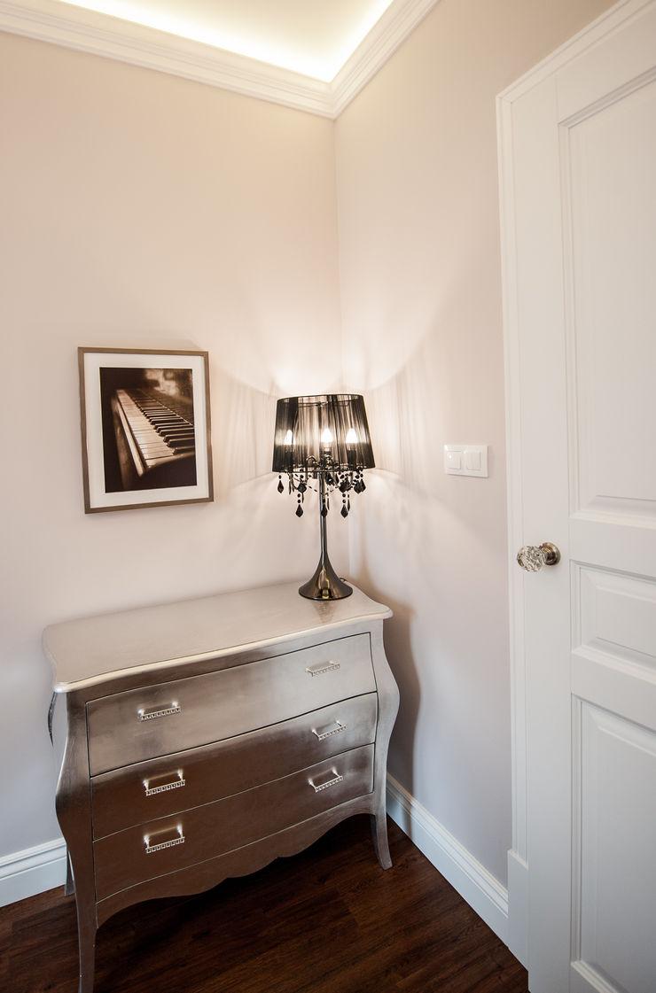 AgiDesign Classic style bedroom Metallic/Silver