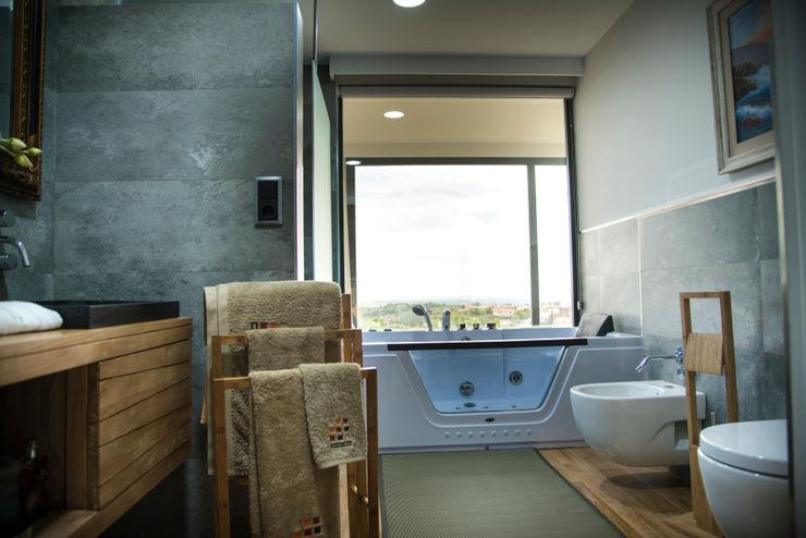 Baño incorporado a dormitorio principal MODULAR HOME Baños de estilo moderno