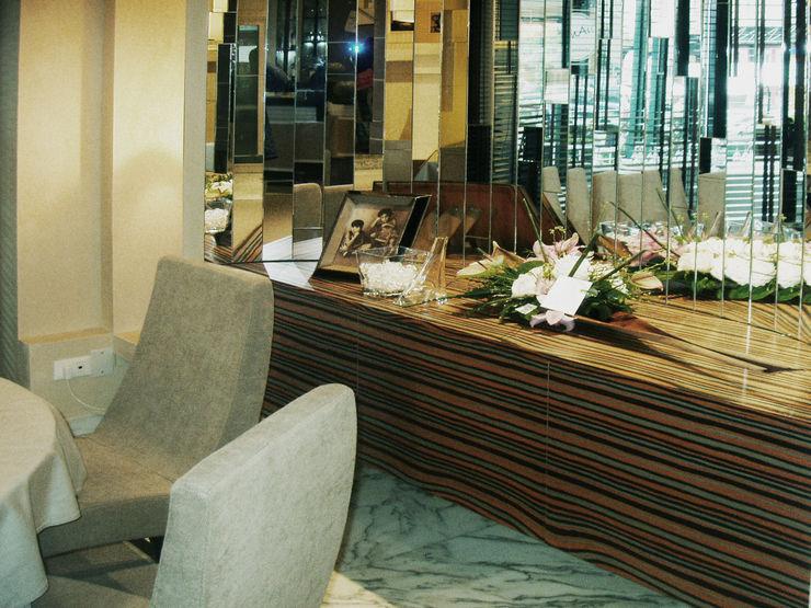 bilune studio Modern dining room Glass Metallic/Silver
