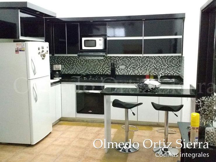 Cocina Integral en L Blanco y Negro Cocinas Integrales Olmedo Ortiz Sierra Cocinas modernas Blanco