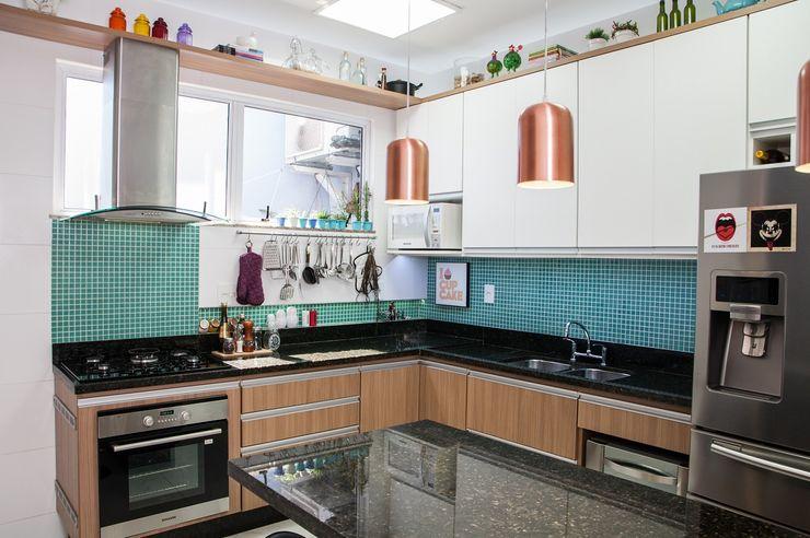 Adoro Arquitetura Cocinas de estilo moderno Madera Verde