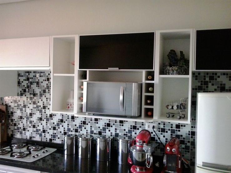 ARKE MÓVEIS PLANEJADOS KitchenCabinets & shelves MDF White