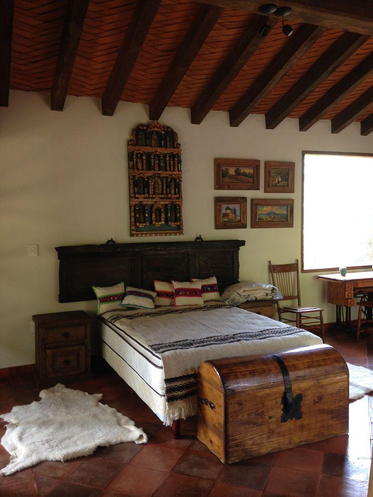 MVarquitectos Arq. Irma Mendoza Rustic style bedroom