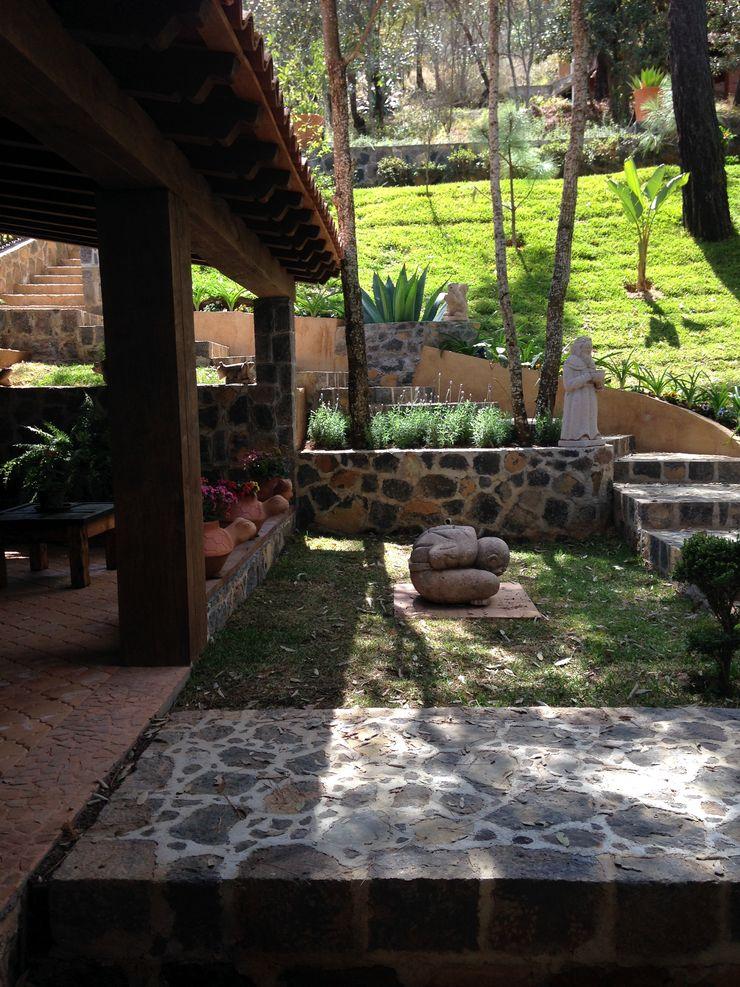 MVarquitectos Arq. Irma Mendoza Rustic style garden