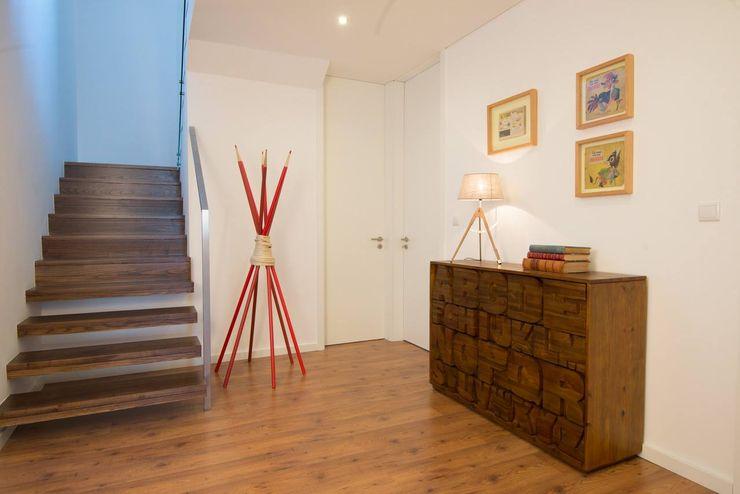 MH PROJECT Minimalist corridor, hallway & stairs