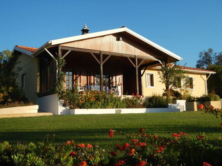 Renovação de Fachadas / Reparação de Fendas RenoBuild Algarve Casas rústicas