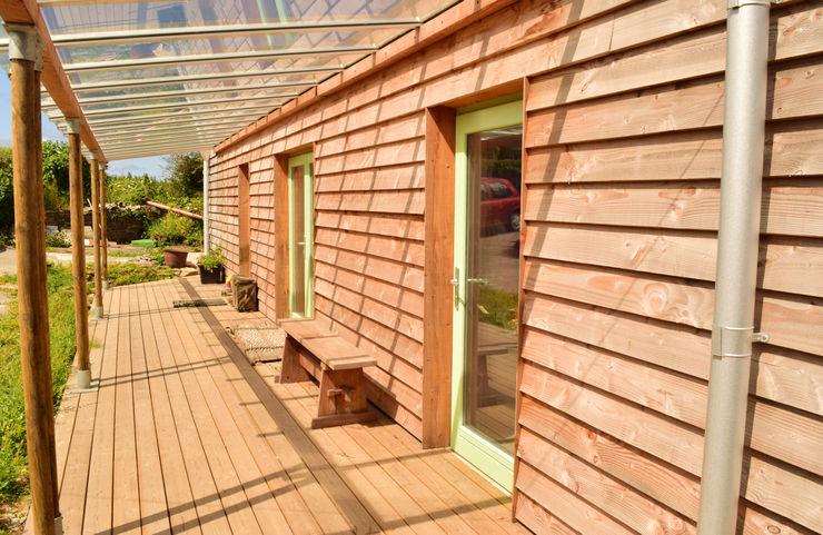 Sunways Innes Architects Modern balcony, veranda & terrace Wood