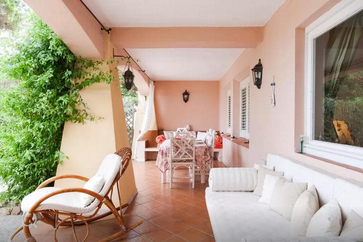 Mediterranean Villa in Sardinia Tania Mariani Architecture & Interiors Balcone, Veranda & TerrazzoAccessori & Decorazioni Bambù Beige
