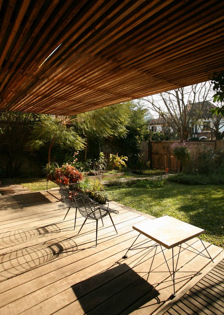Arquitecto Alejandro Sticotti Landelijke balkons, veranda's en terrassen