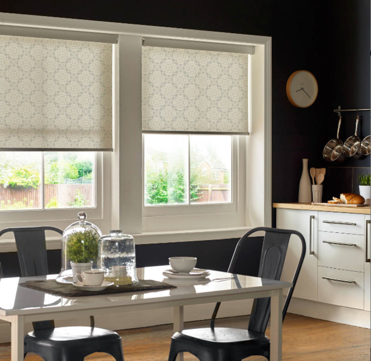 Roller Blinds with ULTRA control homify 窓&ドアブラインド&シャッター