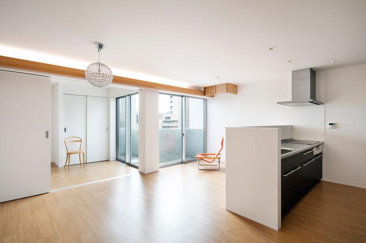 株式会社 藤本高志建築設計事務所 现代客厅設計點子、靈感 & 圖片 水泥 White