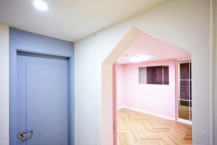homify ห้องนอนเด็ก แผ่นไม้อัด Pink