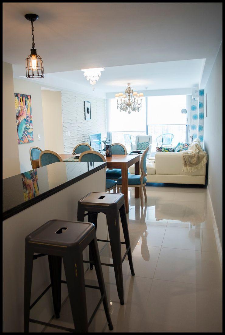 Diseñadora Lucia Casanova Eclectic style corridor, hallway & stairs