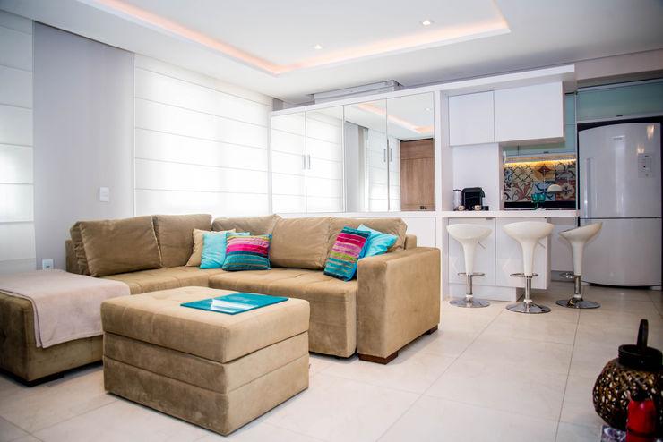 AIRE Arquitetura Interiores e Retail Living room Beige