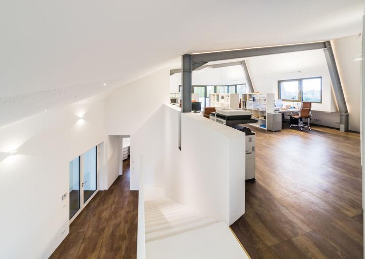Helwig Haus und Raum Planungs GmbH 現代風玄關、走廊與階梯