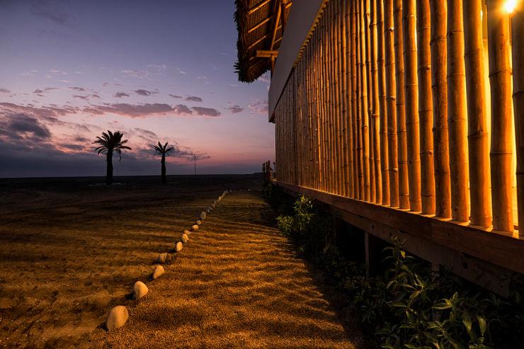 YUPANA Arquitectos Casas de estilo rústico Bambú Blanco